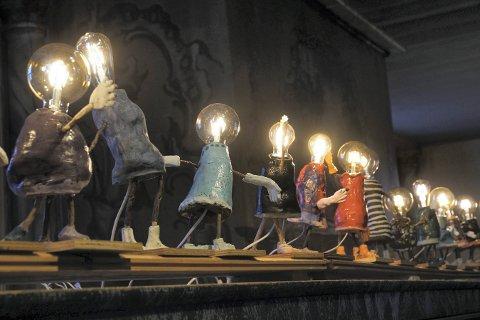 LYS: Disse figurene er laget av kunstfagelever på Kongsberg kulturskole.