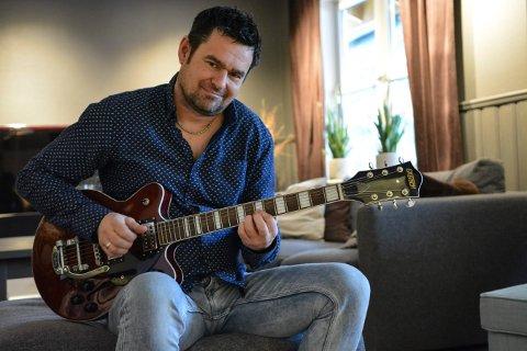 STEMME OG GITAR: Torgeir Wetterhus han endelig funnet tilbake til musikken.