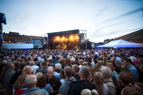 NY FOLKEFEST: Hellbilles fylte bakgården til Gamle Norge under jazzfestivalen i 2017. Til sommeren kommer de tilbake.