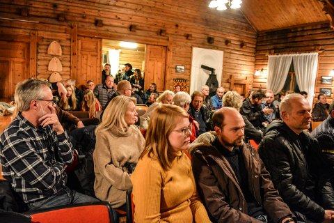 ENGASJEMENT: Det var fullt hus da Meheia kretslag før jul arrangerte åpent møte om bomplassering. Neste markering blir fakkeltog på E134 torsdag 17. januar.