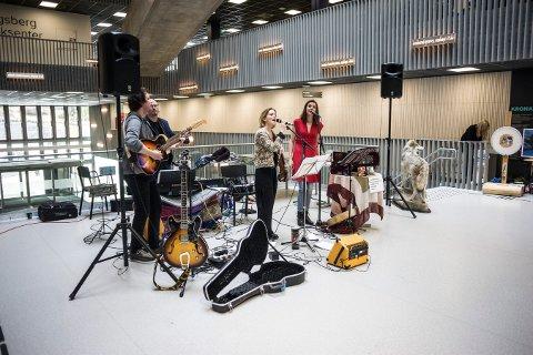 INDIGORADO: Duoen har holdt flere konserter på Kongsberg tidligere, blant annet på Krona. I mai blir de å høre på EnergiMølla.