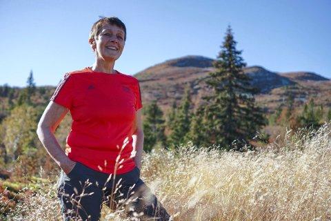 PÅ BLEFJELL: Anne Grimstad Fjeld får energi av å være ute i naturen, ikke minst på Blefjell. Hun har vært hardt rammet av kreft, og bruker egne erfaringer i en forestilling som vises i musikkteatret.