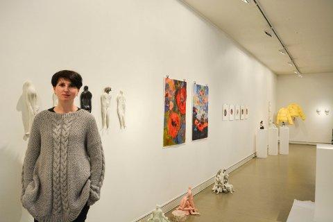 VARIERT: Olia Gorohova er en av kunstnerne som stiller ut på Låven nå.