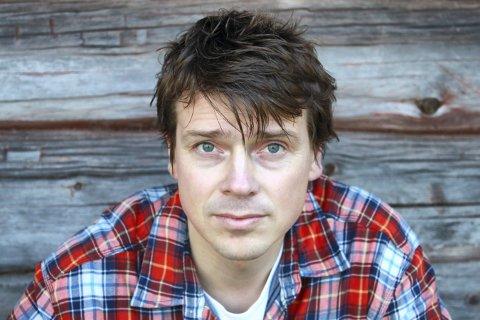 FORFATTEREN: Øystein Morten fra Veggli har skrevet en helt ny historie om Olav Tryggvason.