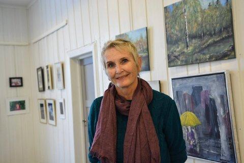 INVITERER INN: Solfrid K. Wessel er leder i Kongsberg Malerklubb, som har utstilling til helgen.