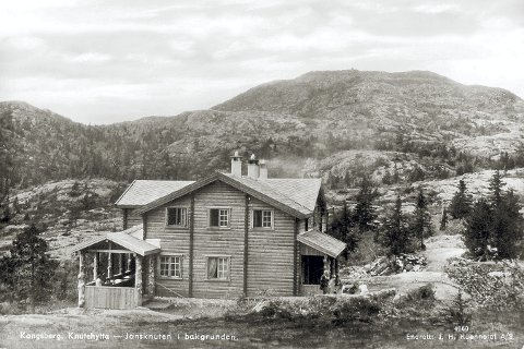 KNUTEHYTTA: Foreviget kanskje så tidlig som sommeren 1929. Foto: postkort utgitt av J. H. Küenholdt A/S/VSBs fotoarkiv