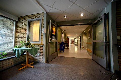 SPAREKNIVEN: Kongsbergs helse og omsorgstjeneste ser ut til å ryke på budsjettet i år igjen. Nå legges det ned en avdeling på Skavangertun sykehjem fordi kommunen må spare penger.