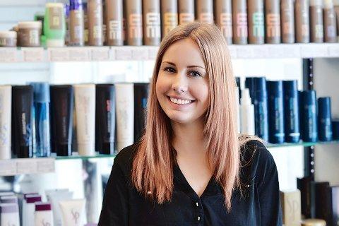 GLEDER SEG: Heidi Aukrust Løver (24) er ny daglig leder for Tango Frisør Nytorget  på Vestsiden i Kongsberg. Hun gleder seg til å ta fatt på nye arbeidsoppgaver.