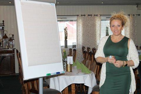 Bianca Simonsen holdt et engasjerende foredrag for fullsatt Lampeland hotell.