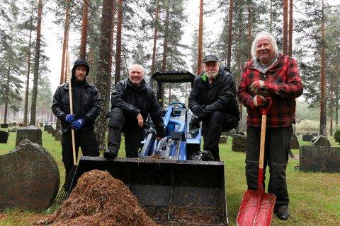 GLADE FOR HJELPA: Arbeiderne på Kongsberg gravlund er glade for den frivillige innsatsen som ble lagt ned tidligere i uka. Fra venstre: Ivar Bakka, Idar Nordseth, Bjørn Jørstad og Lasse Andfossen.