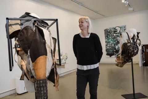 JUBILEUMSUTSTILLER: Kari Anne Helleberg Bahri har fire verk på Østlandsutstillingen, som i år bruker Låven i Kongsberg som visningsted.