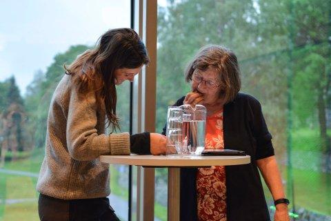 FELLES SAK: Toril Mesna (SV) (t.h.) og Vilde Håvardsrud (MDG) tok opp klimakrisen i Kongsberg kommunestyre, og fikk støtte fra et enstemmig kommunestyre.
