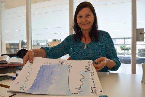 TEGNEGLEDE: Å tegne sammen med andre skaper større trygghet, mener Bente Fønnebø, som har skrevet bok om temaet. Denne tegnet hun sammen med Laagendalspostens journalist.