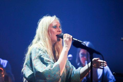 I STORFORM: Susanna Wallumrød sang med overbevisning.