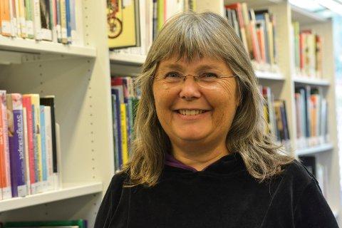 LEDER SANGEN: Lise Knudsen er ny dirigent for Kor-Int.