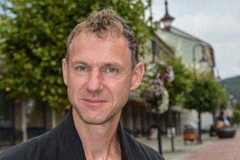 INNBYR TIL ALLSANG: Når kantor Matthias Anger leder kulturkvelden i Kongsberg kirke 28. august, kan folk velge seg en salme, som alle blir med på.
