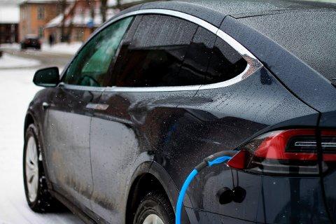 BATTERIBIL: Hvorvidt Kongsberg kommune skal satse på Tesla, vites ikke. Men kommunestyret har vedtatt å intensivere bruk av elbiler i kommunale tjenester.