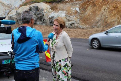 Ordfører Kari Anne Sand er glad for at regjeringen vil flytte bommen, men mener at meldingen burde kommet før.