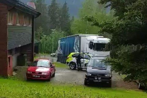 AKSJON: Politiet gikk til aksjon i begynnelsen av juni. På en semitrailer på Fossanåsen fant de tre stjålne Teslaer.
