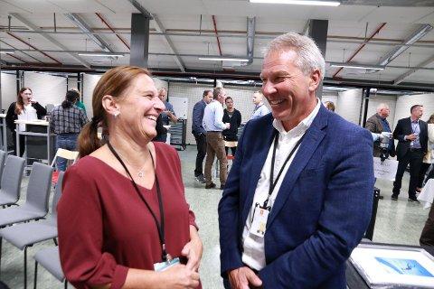 Rektor Hanne Hagby og administrerende direktør Johnny Løcka gleder seg over samarbeidet skole – næringsliv som nå tar nye steg.