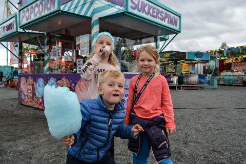 Skandinavisk tivolipark i idrettsparken på Skrim. Foran: Erik Hoff Medhus (3). Bak fra venstre. Hege Bergan Hoff (7) og ida Hoff Medhus. Foto: Mona Sandviken