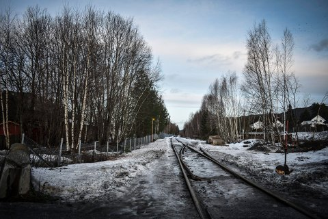 STOPP: Nærhet til jernbanen setter en foreløpig stopper for deler av utbyggingsprosjektet til PK Eiendom, men Per Mikkelsen tror de skal komme fram til en enighet.