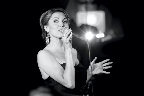 KOMMER: Under nyttårskonserten til Kongsberg Byorkester er Julie Dahle Aagård gjesteartist og toastmaster.