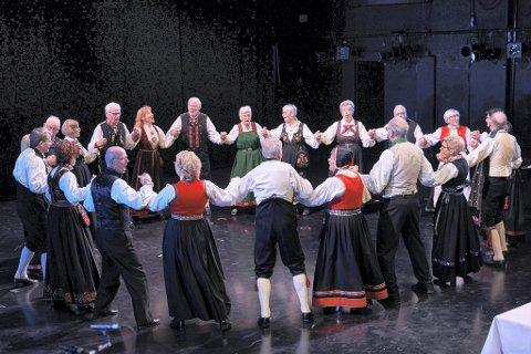 DANSEGLEDE: Leikarringen BUL Kongsberg arrangerer fest på Lågdalsmuseet på lørdag. Bildet er fra en tidligere anledning.