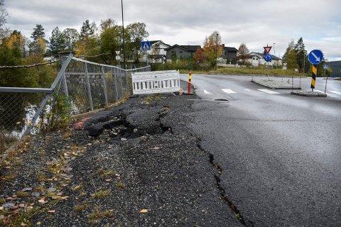 ETTERLYSER SVAR: Thor Hukkelås vil vite hva kommunen skal gjøre med veien.