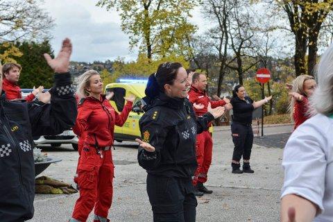 FULL INNSATS: Anette Skullestad fra politiet kunne hele dansen fra begynnelse til slutt.