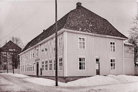 ARBEIDSLEDIGE: Mot jul i 1925 var arbeidspedigheten stor på Kongsberg. Lp sto i bresjen for å samle inn penger til de arbeidsledige. kommunen støttet med penger og nødsarbeid og Kongsberg faglige samorganisasjon holdt fest på Arbeidersamfunnet til inntekt for de arbeidsløse.