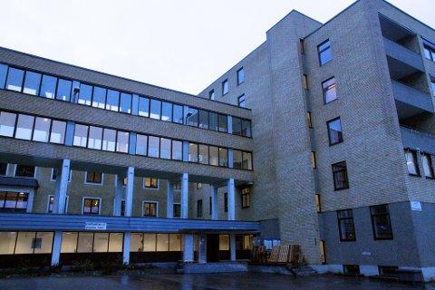 LAGT INN: En eldre kvinne er lagt inn på Kongsberg sykehus med Covid-19.