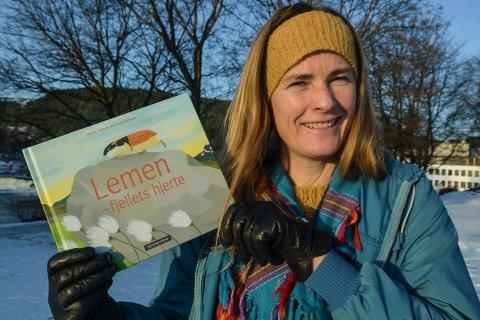 FORSKER OG FORFATTER: Nina Elisabeth Eide fra Kongsberg har skrevet bok om lemen.