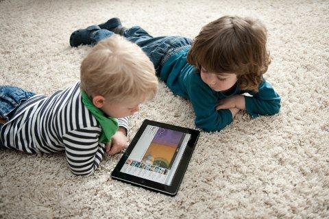 Barn over hele Europa bruker nettbrett som del av undervisningen. Foto: Jan Haas / NTB scanpix