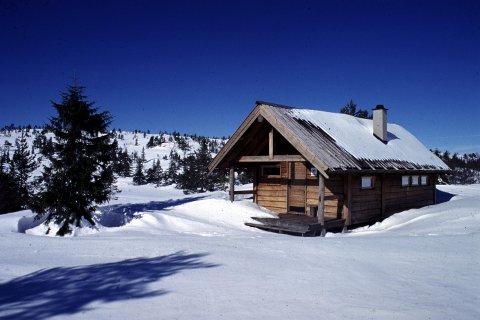 NØDLY: Turistforeningens hytter, som Sveinsbu, er tilgjengelige.