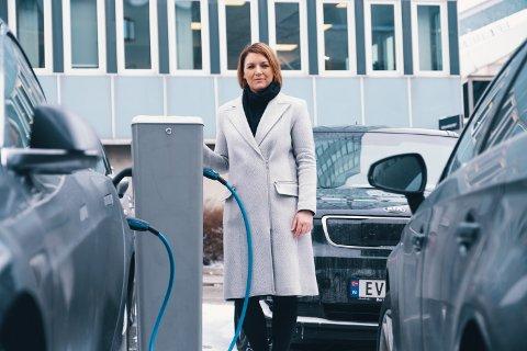 generalsekretær Christina Bu i Norsk elbilforening er glad  annenhver nybilkjøper velger elbil.