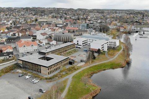 SNART EKSAMEN: Kongsberg videregående skole skal arrangere eksamen for privatister. Til det trengs det eksamensvakter.