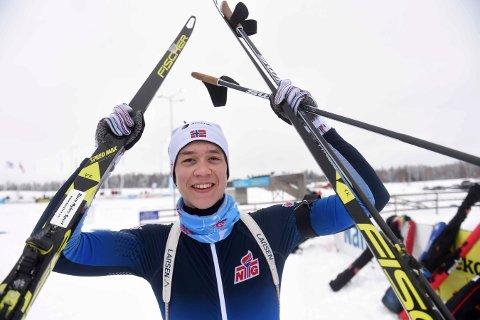 FIKK STIPEND: Skiskytter Vemund Kragh, Bevern, kan juble etter å ha fått 15.000 kroner i stipend. FOTO: OLE JOHN HOSTVEDT