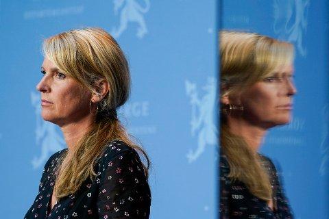 Avdelingsdirektør i Folkehelseinstituttet Line Vold under regjerings pressekonferanse om koronasituasjonen i Oslo.
