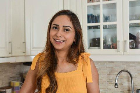 LIKER Å LAGE MAT: Sakirat Waraich deltar på Master Chef denne høsten. Hun stortrives  på kjøkkenet hjemme på Gamlegrendåsen.
