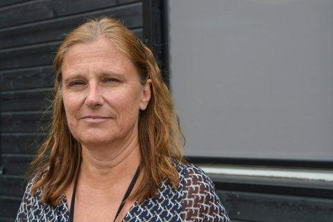 GULT NIVÅ IGJEN: Rektor Hanne M. Hagby på Kongsberg videregående skole sier det blir vanlig undervisning på skolen fra onsdag.