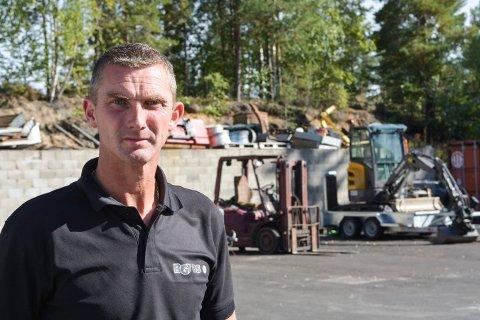 STERKT PREGET: Eier og daglig leder i BGT AS,Sigmund Kasin, forteller at de ansatte er preget etter at kollegaen var sterkt involvert i ulykken å E134 tirsdag morgen.