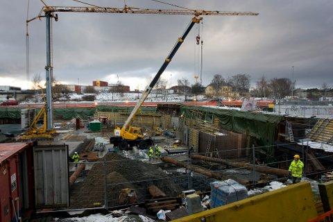 UNNGÅ SMITTE: Ordfører i Kongsberg, Kari Anne Sand, og kommunelegene inviterer byggebransjen til møte om hvordan de skal forhindre importsmitte.