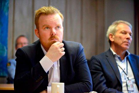 Håvard Fossbakken, strategi- og omdømmesjef i kommunen, forteller at Kongsberg melder interesse for å bidra i norsk batteriproduksjon, som en del av det grønne skiftet. Til høyre Johnny Løcka, administrerende direktør i Kongsberg Teknologipark AS.