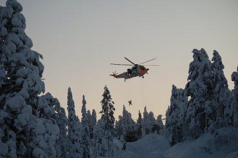 En lastebilsjåfør ble fraktet til sykehus med et Sea King-helikopter ved 15-tiden.