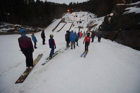 BYGGES OM: Nå skal hoppbakkene i Idrettsparken få porselenspor, noe som kreve mindre dugnadsinnsats når snøen kommer og bakkene skal klargjøres. FOTO: OLE JOHN HOSTVEDT