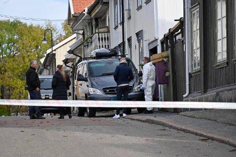 NYE SPERREBÅND: Politiet stenger igjen Hyttegata.