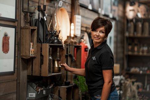 ØKT OMSETNING: – Vi ser at vi øker omsetningen i butikken, sier Trine Rustand, fem måneder etter at butikken ble selvbetjent.