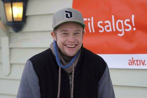 FØRSTE BOLIG: Alex Aslak Gomsrud (33) jubler over å ha kjøpt sin aller første leilighet.   Foto: Katrine Alexandra Leirmo Heiberg