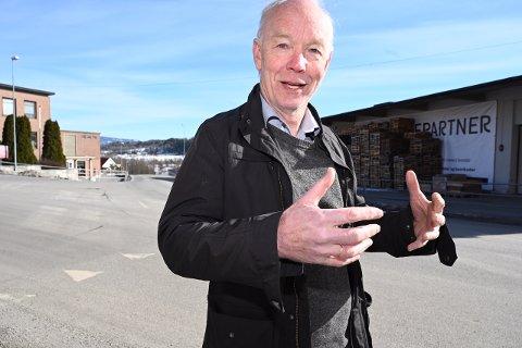 RIKTIG: Per Olaf Lundteigen (Sp) jublet da han fikk høre at partiet får en oppslutning på hele 23,4 prosent i Drammens Tidendens ferske partimåling. - Vi må gjøre noe riktig, sier han.